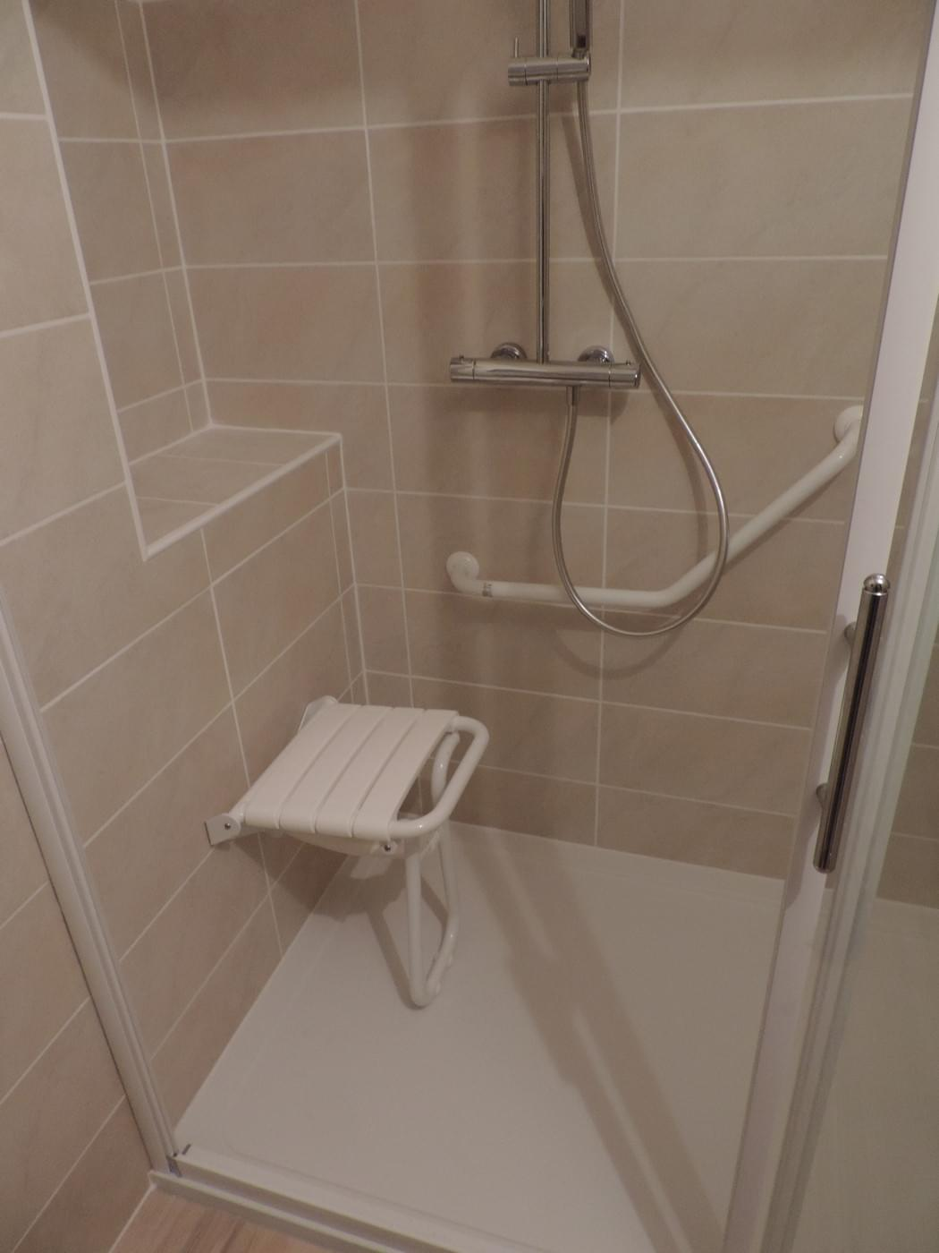 Salle de bain aménagement pour personne âgée - Plomberie et ...